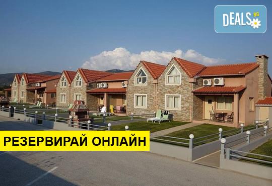 Нощувка на база HB в FilosXenia Ismaros Hotel 4*, Платанитис, Северна Гърция
