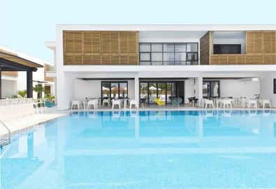 Нощувка на база BB в The Oak Hotel 4*, Кавала, Северна Гърция