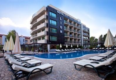 Лятна почивка в хотел Лион 4* в Слънчев бряг! Нощувка със закуска и вечеря с включени напитки, ползване на басейн, чадър и шезлонг - Снимка