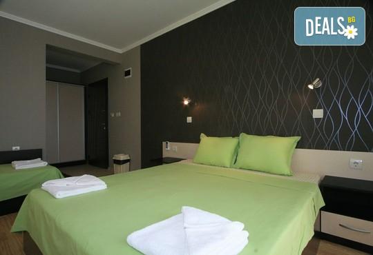 19.8 - 31.8 в хотел Адена 3*, Черноморец: Нощувка, външен басейн