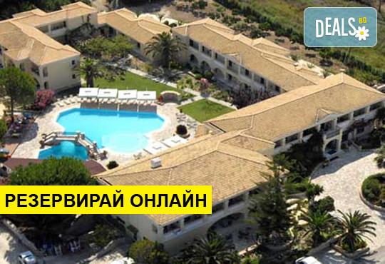 Нощувка на база BB,HB в Karavostasi Beach Hotel 3*, Пердика, Епир