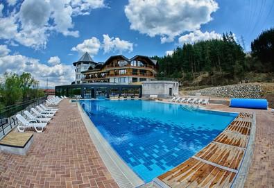Релаксирайте с почивка в хотел Хот Спрингс Медикал и СПА 4* в село Баня! Нощувка със закуска и вечеря, ползване на СПА център, вътрешен и външен басейн - Снимка