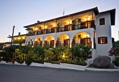 Нощувка на човек на база Закуска в Sunset Hotel 2*, Уранополис, Халкидики - Снимка