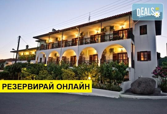 Нощувка на база Закуска в Sunset Hotel 2*, Уранополис, Халкидики