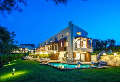 Нощувка на човек на база Само стая, Закуска, Закуска и вечеря в Avaton Luxury Villas Resort, Неа Рода, Халкидики - Снимка