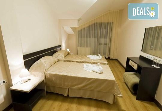 Ски ваканция в хотел Сънрайз 4*, Банско: нощувка, басейн, сауна и