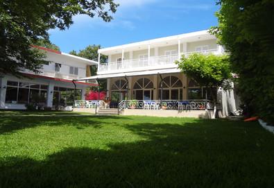 Нощувка на човек на база Закуска, Закуска и вечеря в Avra Beach Hotel 2*, Нидри, о. Лефкада - Снимка