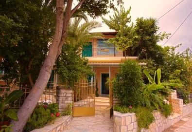 2+ нощувки на човек на база Само стая, Закуска, Закуска и вечеря в Ionian Paradise Hotel, Нидри, о. Лефкада - Снимка