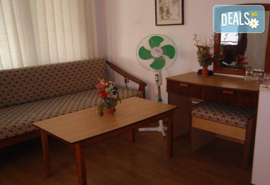 Лято в Семеен хотел Слънце-VIP зона, Созопол: нощувка със закуска, обяд и/или вечеря
