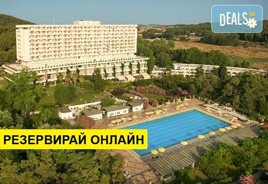 Нощувка на база BB,HB,AI в Athos Palace Hotel 4*, Калитеа, Халкидики